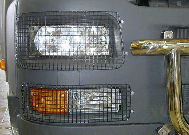 Как снять защитную пленку с фар автомобиля