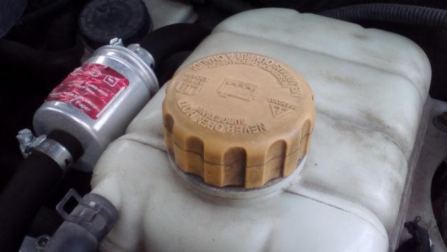 Как отремонтировать крышку расширительного бачка автомобиля