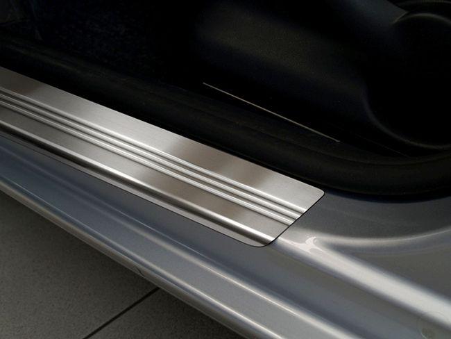 Как выбрать и установить накладки на пороги автомобиля