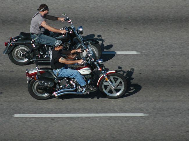 Можно ли ездить без шлема на мотоцикле и мотороллере
