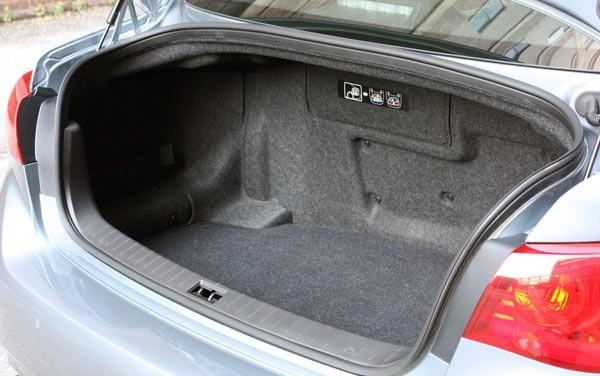 Седан Infiniti Q50S: обзор, интерьер, технические характеристики