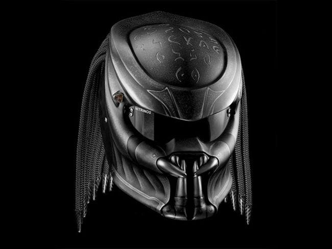 Уникальный образ с мотошлемом «Хищник»