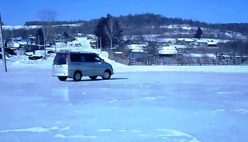 Управление полноприводным автомобилем на льду