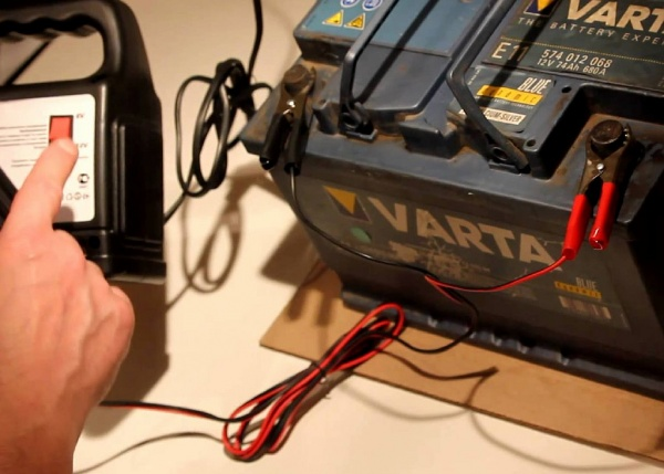 Как проверить автомобильный аккумулятор мультиметром