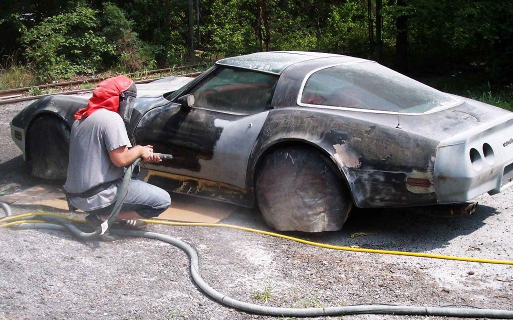Ключевая роль пескоструйного оборудования в покраске автомобиля