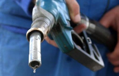 На автозаправках не доливают бензин