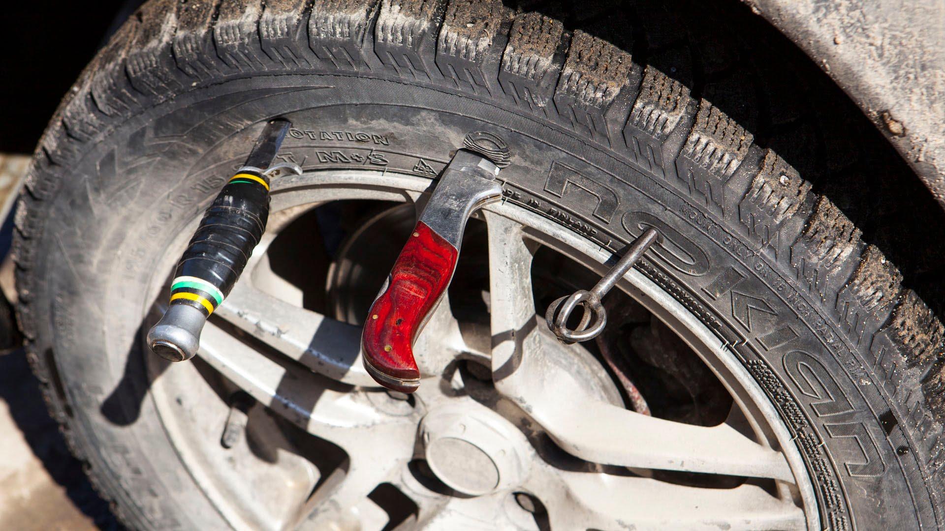 Проколол колесо на бездорожье, что делать