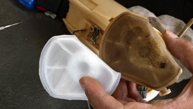 Самостоятельная замена топливного фильтра и сетки бензонасоса автомобиля «Лада Приора»