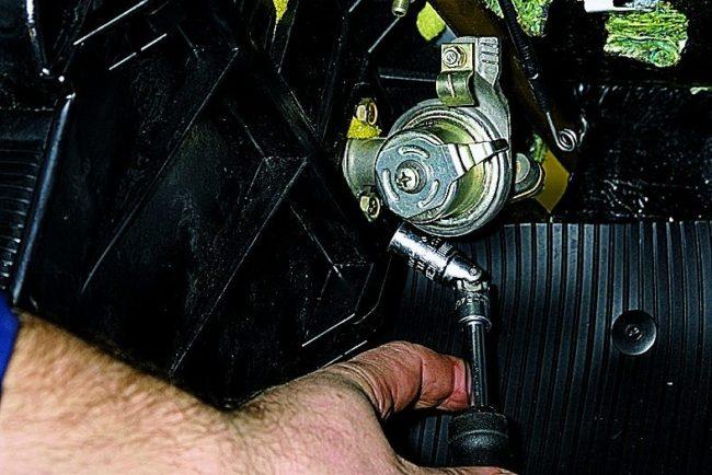 Замена крана отопителя автомобиля «Нива Шевроле» своими руками