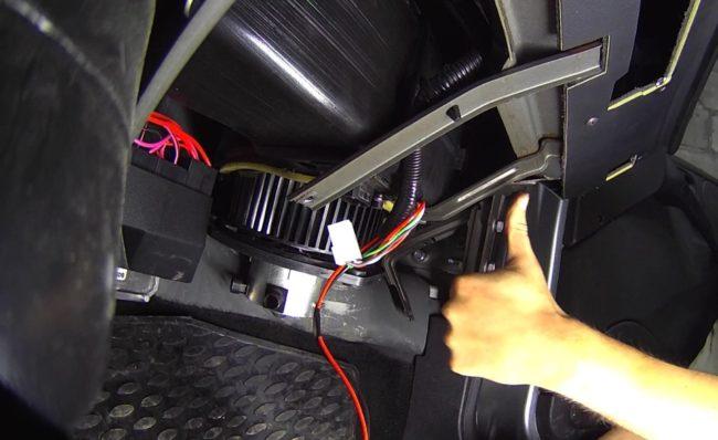 Замена вентилятора печки автомобиля «Нива Шевроле» своими руками