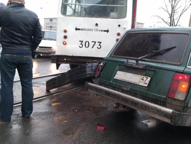 Что значит надпись «вынос 1,9 метра» на кузове трамвая?