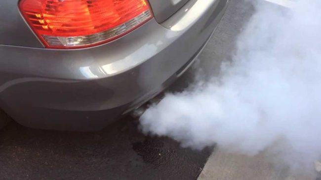Как диагностировать неисправность по цвету дыма из выхлопной трубы
