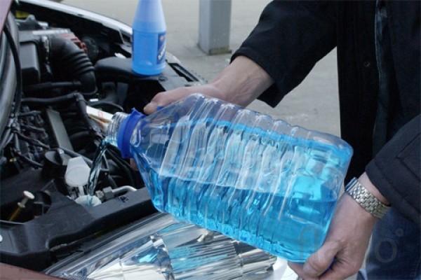 Почему некоторые автомобилисты предпочитают метаноловую «незамерзайку»