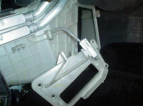 Замена салонного фильтра на Мазде 3 своими руками